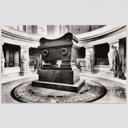 Le tombeau de Napoléon 1er aux Invalides à Paris